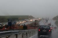 CAMPINAS, SP 04.07.2019 - CLIMA - Movimentação na Rodovia D. Pedro.  Clima frio e chuvoso na cidade de Campinas (SP), nesta quarta-feira (04). (Foto: Denny Cesare/Código19)