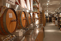 - Eataly, market for the sale of quality Italian food, the wine cellar<br /> <br /> - Eataly, market per la vendita del cibo italiano di qualità, la cantina del vino