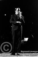 Sujet : Raymond Lévesque<br /> Date : 6 novembre 1968<br /> Photographe : Photo Moderne<br /> Collection : Jocelyn Paquet<br /> Numéro : DSC27407<br /> Historique de diffusion: