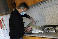 PROGETTO ARCA<br /> Il cohousing di Casa Arca di Roma.<br /> Preparazione del pranzo.