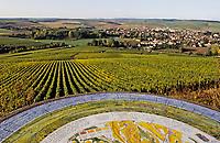 Europe/France/89/Yonne/AOC Chablis: Le village de Chablis depuis les clos et la table d'orientation