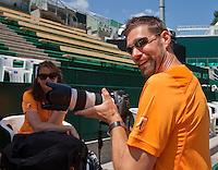 Austria, Kitzbuhel, Juli 15, 2015, Tennis, Davis Cup, Training Dutch team, fysio Edwin Visser tries the phorocamera<br /> Photo: Tennisimages/Henk Koster