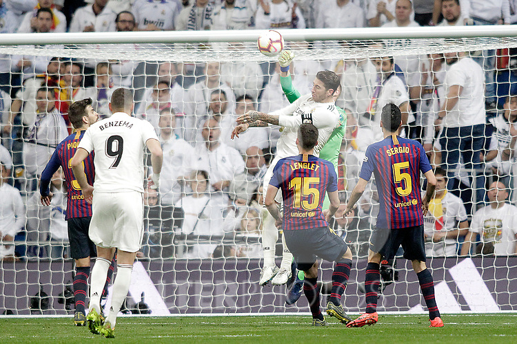 (L-R Real Madrid CF's Karim Benzema, Sergio Ramos and FC Barcelona's Gerard Pique, Marc-Andre Ter Stegen, Clement Lenglet, Sergio Busquets during La Liga match. March 02,2019. (ALTERPHOTOS/Alconada)