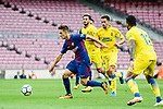 Denis Suarez Fernandez (L) of FC Barcelona in action during the La Liga 2017-18 match between FC Barcelona and Las Palmas at Camp Nou on 01 October 2017 in Barcelona, Spain. (Photo by Vicens Gimenez / Power Sport Images