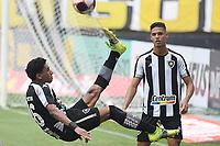 Rio de Janeiro (RJ), 16/05/2021 - Botafogo-Vasco - Paulo Victor jogador do Botafogo comemor,durante partida contra o Vasco,válida pelas finais da Taça Rio,realizada no Estádio Nilton Santos (Engenhão), na zona norte do Rio de Janeiro,neste domingo (16).