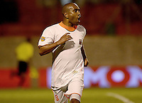 ENVIGADO -COLOMBIA-27-09-2014. Neider Morantes(C) de Envigado FC celebra un gola anotado a Atlético Junior durante partido por la fecha 12 de la Liga Postobón II 2014 realizado en el Polideportivo Sur de la ciudad de Envigado./ Neider Morantes (C) of Envigado FC celebrates a goal scored to Atletico Junior during match for the 12th date of the Postobon League II 2014 at Polideportivo Sur in Envigado city.  Photo: VizzorImage/Luis Ríos/STR