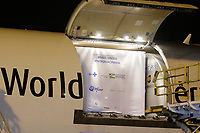 Campinas (SP), 29/04/2021 - Vacina Pfizer - A vacina contra a Covid-19, produzida pela farmacêutica americana Pfizer em parceria com o laboratório alemão BioNTech, chega ao Brasil nesta quinta-feira (29) no Aeroporto Internacional de Viracopos, em Campinas (SP). O lote advindo da Bélgica conta com 1 milhão de imunizantes e é a primeira entrega do contrato de 100 milhões de doses realizado pelo Ministério da Saúde (MS) em março deste ano.