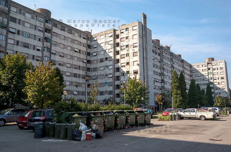 Milano, case popolari al quartiere Salomone, periferia est --- Milan, tenement houses at Salomone district, east periphery