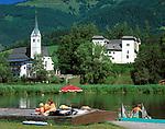 Oesterreich, Salzburger Land, Pongau, Goldegg mit St. Georg Kirche, Schloss und Moorbadesee | Austria, Salzburger Land, Pongau, Goldegg with St. Georg church, castle and moor-lake
