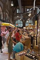 Europe/France/Midi-Pyrénées/46/Lot/Cahors: Les Halles de  Cahors, place Galdemar- Etal d'un caviste