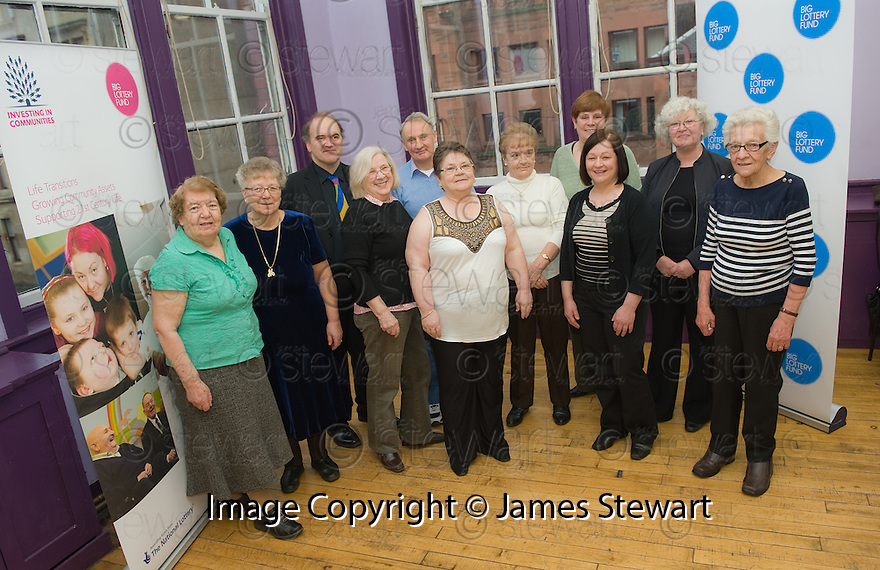 :: BIG LOTTERY FUND :: BIG LOTTERY FUND SCOTLAND COMMITTEE CHAIR ALISON MAGEE (4th left) AND MEMBER FO THE PUBLIC AT THE ANNEXE CONNECTS PROJECT WHICH TODAY RECEIVED AN AWARD OF £275,597 FROM THE BIG LOTTERY FUND ::
