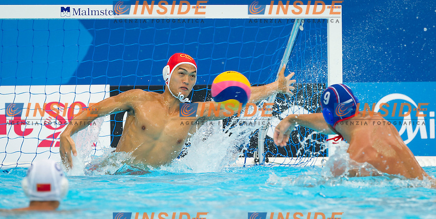 CHN-RUS<br /> China - Russia<br /> WU Honghui CHN<br /> STEPANIUK Konstantin RUS<br /> Day 10 02/08/2015<br /> XVI FINA World Championships Aquatics<br /> Waterpolo<br /> Kazan Tatarstan RUS July 24 - Aug. 9 2015 <br /> Photo Pasquale Mesiano/Deepbluemedia/Insidefoto