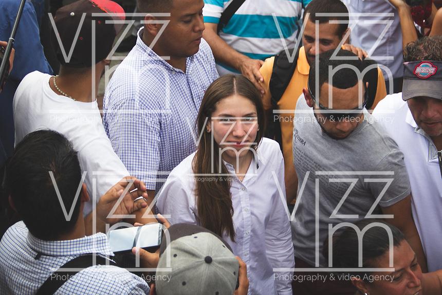 CARACAS - VENEZUELA, 04-03-2019: Fabiana Rosales esposa de Juan Guaidó, presidente interino de Venezuela, quienes arribó a la nación a través del aeropuerto internacional de Maiquetía este 4 de marzo. En caravana se trasladó hasta la plaza Alfredo Sadel en Las Mercedes, donde cientos de manifestantes lo esperaban. Allí agradeció a su esposa por acompañarlo durante la travesía, y enfatizó que los militares no cumplieron la orden de detenerlo. Es una operación secreta Guaidó logró viajar de Panamá a Venezuela sin inconvenientes. / Fabiana Rosales wife of Juan Guaidó, interim president of Venezuela, whom arrived to the nation through the Maiquetia international airport on March 4. In caravan, he moved to Alfredo Sadel Square in Las Mercedes, Caracas, where hundreds of protesters were waiting for him. There he thanked his wife for accompanying him during the crossing, and emphasized that the military did not comply with the order to arrest him. It is a secret operation. Guaido travel from Panama to Venezuela without problems. Photo: VizzorImage / Carolain Caraballo / Cont