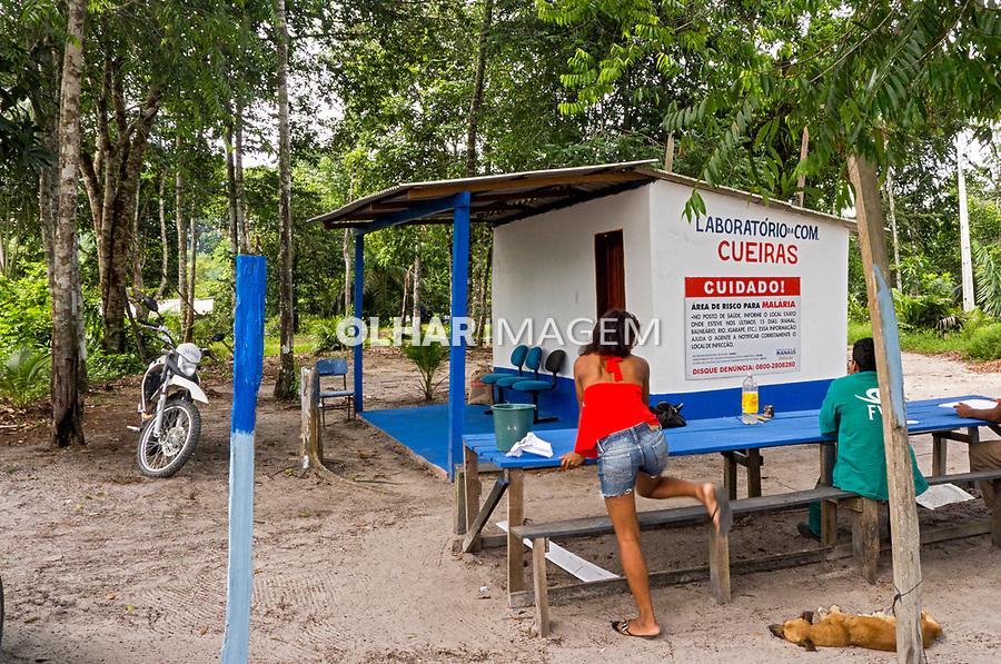 Combate a Malária.  Laboratório da comunidade Cueiras, Manaus. Amazonas. 2011. Foto João Roberto Ripper