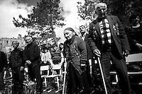"""Nagorny-Karabach, 07.05.2011, Shushi. Zwei sehr alte Weltkriegsveteranen nehmen an einer Gedenkveranstaltung teil. """"The Twentieth Spring"""" - ein Portrait der s¸dkaukasischen Stadt Schuschi, 20 Jahre nach der Eroberung der Stadt durch armenische K?mpfer 1992 im B¸gerkrieg um die Unabh?ngigkeit Nagorny-Karabachs (1991-1994). Two very old World War II veterans during a celebration event in Shushi. """"The Twentieth Spring"""" - A portrait of Shushi, a south caucasian town 20 years after its """"Liberation"""" by armenian fighters during the civil war for independence of Nagorny-Karabakh (1991-1994)..Deux vétérans de la Deuxième Guerre Mondiale lors de célébration à Chouchi. """"Le Vingtieme Anniversaire"""" - Un portrait de Chouchi, une ville du Caucase du Sud 20 ans après sa «libération» par les combattants arméniens pendant la guerre civile pour l'indépendance du Haut-Karabakh (1991-1994)..© Timo Vogt/Est&Ost, NO MODEL RELEASE !!"""
