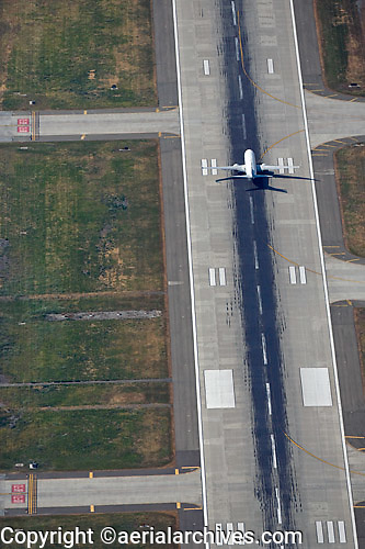 aerial photograph of jet landing at Minetta San Jose International Airport, San Clara county, California