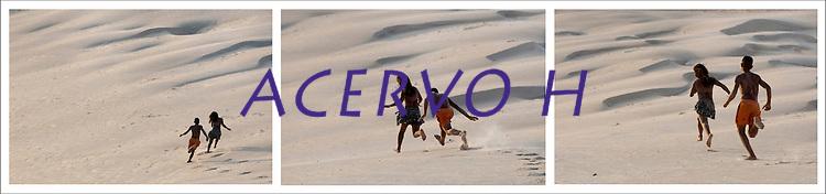 Milhares de veranistas de cidades como Belém, Marabá e Tucuruí, entre outras, buscam o verão nas praias de Salinópolis nordeste do estado. <br /> Com uma população de 40.000 habitantes a cidade de Salinópolis recebeu este mês cerca de 280.000 visitantes <br /> De acordo com a segurança pública cerca de 400 homens da PM, bombeiros, Polícia civil e Detran trabalham no atendimento de veranistas.<br /> Salinópolis, Pará, Brasil.<br /> Foto Paulo Santos/REUTERS<br /> 27/07/2014