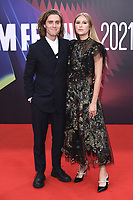 Jack Farthing und Hanako Footman bei der Premiere des Kinofilms 'The Lost Daughter' auf dem 65. BFI London Film Festival 2021 in der Royal Festival Hall. London, 13.10.2021 . Credit: Action Press/MediaPunch **FOR USA ONLY**
