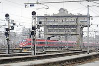- Scalo ferroviario Milano Centrale, treno Frecciarossa<br /> <br /> - Railway yard Milano Centrale, Frecciarossa train