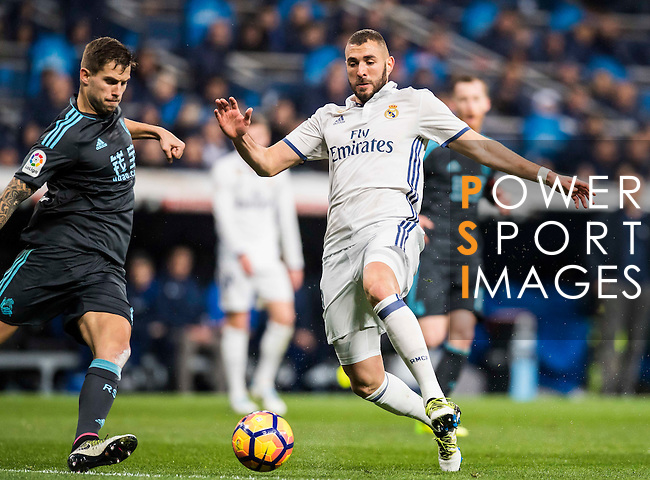 Karim Benzema (r) of Real Madrid competes for the ball with Inigo Martinez Berridi of Real Sociedad during their La Liga match between Real Madrid and Real Sociedad at the Santiago Bernabeu Stadium on 29 January 2017 in Madrid, Spain. Photo by Diego Gonzalez Souto / Power Sport Images