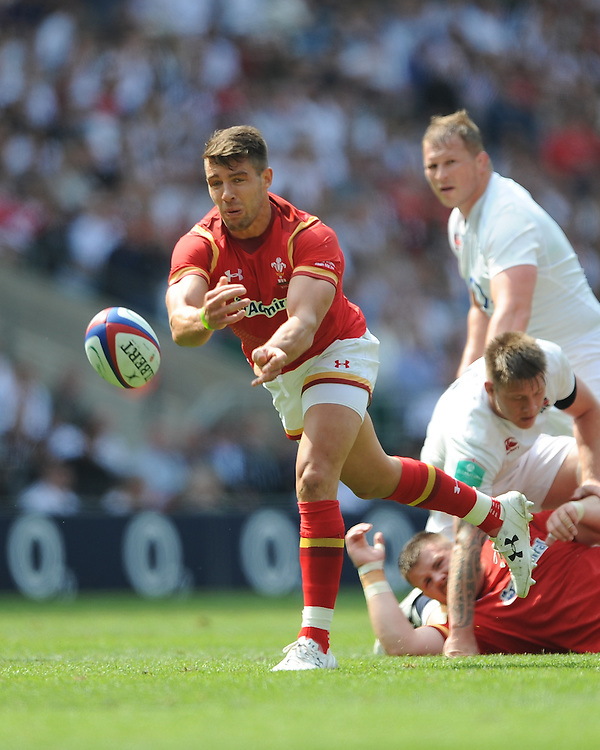 Rhys Webb of Wales passes during the Old Mutual Wealth Cup match between England and Wales at Twickenham Stadium on Sunday 29th May 2016 (Photo: Rob Munro/Stewart Communications)