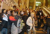 """- 25 novembre, """"Giornata internazionale per l'eliminazione della violenza contro le donne"""" indetta dall'ONU; manifestazione contro la violenza sessuale organizzata dal gruppo """"Usciamo dal Silenzio"""" alla stazione Centrale ferroviaria di Milano....- November 25, """"international Day for the elimination of the violence against the women"""" promoted by U.N.; demonstration against the sexual violence organized by the group """"we get out of the Silence"""" in Milan Central railway station"""