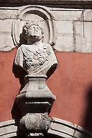 Europe/France/Rhône-Alpes/74/Haute-Savoie/Annecy:L'Hôtel de Sales, 17 ème siècle dont la façade est ornée de bustes représentant les saisons- l'Automne,
