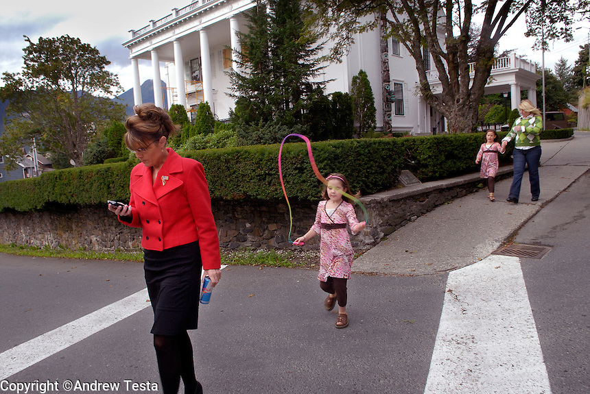 USA. Juneau.13th September 2007.Governor Palin sets with her daughter Piper, sister Mollty and neice Mckinley to walk from the Governor's Mansion to the Capitol building in Juneau..©Andrew Testa/Panos