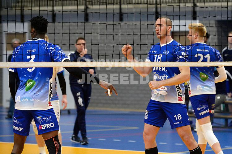 01-01-2021: Volleybal: Amysoft Lycurgus v Draisma Dynamo: Groningen Lycurgus speler Dennis Borst balt de vuist bij een belangrijk punt