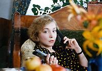 Женщина с цветами и шампанским (1992)