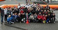 09-02-12, Netherlands,Tennis, Den Bosch, Daviscup Netherlands-Finland, Loting, Straattennis, Het team met alle straattennissers