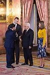 King Felipe VI of Spain (l) and Queen Letizia of Spain (r) receive Palestinian President Mahmoud Abbas. May 24 ,2017. (ALTERPHOTOS/Pool)