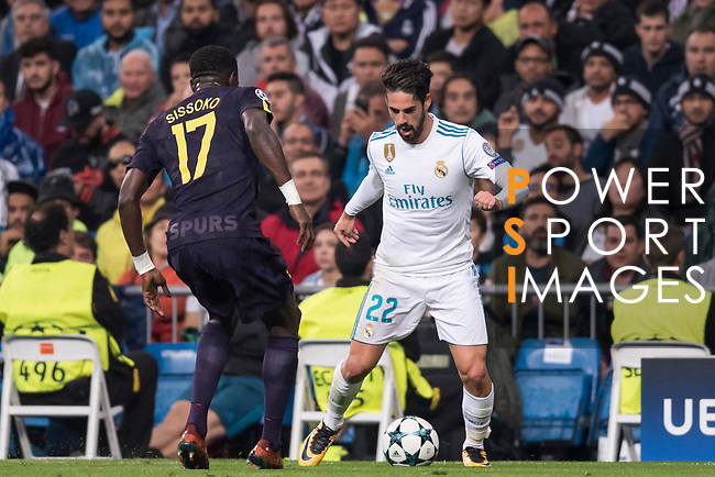 Isco Alarcon of Real Madrid (R) Moussa Sissoko of Tottenham Hotspur FC (L) during the UEFA Champions League 2017-18 match between Real Madrid and Tottenham Hotspur FC at Estadio Santiago Bernabeu on 17 October 2017 in Madrid, Spain. Photo by Diego Gonzalez / Power Sport Images