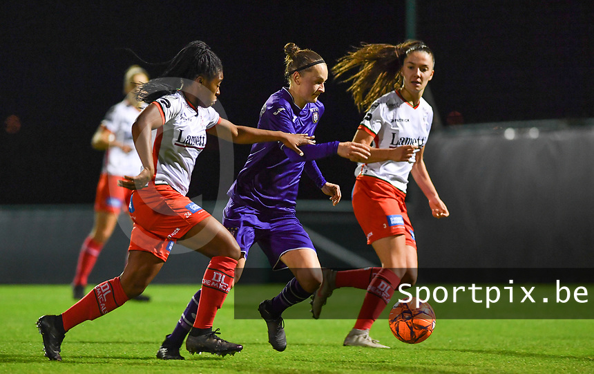 Elke Van Gorp  (7) of Anderlecht pictured trying to going past Esther Buabadi (24) of Zulte-Waregem and Romy Camps (3) of Zulte-Waregem during a female soccer game between RSC Anderlecht Dames and SV Zulte Waregem on the 10 th matchday of the 2020 - 2021 season of Belgian Womens Super League , friday 18 th of December 2020  in Tubize , Belgium . PHOTO SPORTPIX.BE | SPP | DAVID CATRY