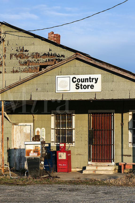 Rustic country store, Williamston, North Carolina, USA.