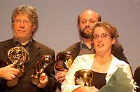 Gagnants lors de la cloture du  Festival des Films du Monde, 4 septembre 2001<br /> <br /> PHOTO : <br />  - Agence Quebec Presse<br /> <br /> NOTE : Les ajustements finaux, recadrage et retouche des poussieres seont effectuées sur les images commandées.