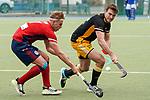 v.li.: Tim Seagon (MHC, 17), Niklas Reuter (HTHC, 25), Zweikampf, Spielszene, Duell, duel, tackle, tackling, Dynamik, Action, Aktion, 01.05.2021, Mannheim  (Deutschland), Hockey, Deutsche Meisterschaft, Viertelfinale, Herren, Mannheimer HC - Harvestehuder THC <br /> <br /> Foto © PIX-Sportfotos *** Foto ist honorarpflichtig! *** Auf Anfrage in hoeherer Qualitaet/Aufloesung. Belegexemplar erbeten. Veroeffentlichung ausschliesslich fuer journalistisch-publizistische Zwecke. For editorial use only.