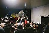 Demonstranten stürmen das Parlament. Zehntausende demonstrieren gegen die neue Regierung in Chisinau, Republik Moldau. / <br />Protesters storm Moldova's parliament. Tens of thousands protest against the new government in Chisinau, Republic of Moldova.