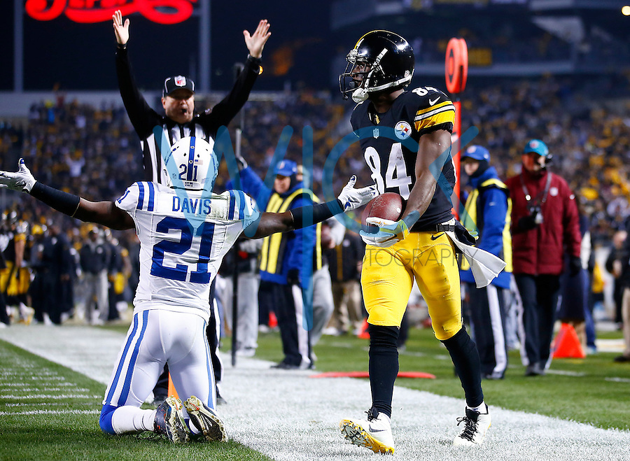 Antonio Brown #84 of the Pittsburgh Steelers reacts following his touchdown in the first half against the Indianapolis Colts during the game at Heinz Field on December 6, 2015 in Pittsburgh, Pennsylvania. (Photo by Jared Wickerham/DKPittsburghSports)