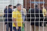 Campinas (SP), 16/09/2020 - Politica - A segunda convencao do PP (Partido Progressista) terminou em confusao apos o impedimento de entrada de pre-candidatos na manha desta quarta-feira (16) em Campinas (SP). A Policia Militar foi acionada para dar apoio na ocorrencia.<br />O partido decidiu por realizar hoje - ultimo dia do prazo para definicao de candidatos -, uma nova convencao, apos a Justica Eleitoral anular a reuniao realizada na ultima semana, onde os membros da Executiva decidiram por nao lancar candidato a prefeitura, e apoiar o atual deputado estadual Rafa Zimbaldi (PL) nas eleicoes deste ano. (Foto: Denny Cesare/Codigo 19/Codigo 19)