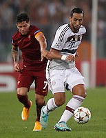 Calcio, Champions League, Gruppo E: Roma vs Bayern Monaco. Roma, stadio Olimpico, 21 ottobre 2014.<br /> Bayern's Mehdi Benatia is challenged by Roma's Juan Iturbe, left, during the Group E Champions League football match between AS Roma and Bayern at Rome's Olympic stadium, 21 October 2014.<br /> UPDATE IMAGES PRESS/Isabella Bonotto