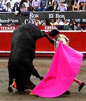 MANIZALES - COLOMBIA - 08 - 01-2014: Manuel Libardo, torero colombiano, en la tercera corrida de temporada en la Plaza de Toros de Manizales, durante la 58 feria de Manizales. Manuel Libardo, a Colombian bullfighetr, during the third bullfight in the Plaza de Toros de Manizales during the 58 Manizales Fair. Photo: VizzorImage / Santiago Osorio / Str.