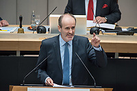 """Plenarsitzung des Berliner Abgeordnetenhaus am Donnerstag den 30. April 2020.<br /> Im Bild: Martin Trefzer von der sog. """"Alternative fuer Deutschland"""" stellt fuer seine Fraktion einen Dringlichkeitsantrag und fordert den Senat auf zu begruenden, warum der 8. Mai 2020 in Berlin zum Feiertag erklaert wurde. Der Antrag wurde von allen anderen Fraktionen einstimmig abgelehnt.<br /> 30.4.2020, Berlin<br /> Copyright: Christian-Ditsch.de<br /> [NUR FUER REDAKTIONELLE ZWECKE! Werbung nur auf Anfrage beim Fotografen. Inhaltsveraendernde Manipulation des Fotos nur nach ausdruecklicher Genehmigung des Fotografen. Vereinbarungen ueber Abtretung von Persoenlichkeitsrechten/Model Release der abgebildeten Person/Personen liegen nicht vor. NO MODEL RELEASE! Don't publish without copyright Christian-Ditsch.de, Veroeffentlichung nur mit Fotografennennung, sowie gegen Honorar, MwSt. und Beleg. Konto: I N G - D i B a, IBAN DE58500105175400192269, BIC INGDDEFFXXX, Kontakt: post@christian-ditsch.de<br /> Bei der Bearbeitung der Dateiinformationen darf die Urheberkennzeichnung in den EXIF- und  IPTC-Daten nicht entfernt werden, diese sind in digitalen Medien nach §95c UrhG rechtlich geschuetzt. Der Urhebervermerk wird gemaess §13 UrhG verlangt.]"""