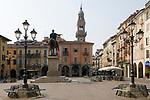 Italien, Piemont, Casale Monferrato: Piazza Giuseppe Mazzini  mit Torre Civica | Italy, Piedmont, Casale Monferrato: Piazza Giuseppe Mazzini with Torre Civica
