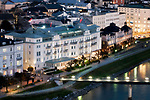 Oesterreich, Salzburger Land, Salzburg: Blick vom Moenchsberg ueber die Stadt an der Salzach mit Hotel Sacher | Austria, Salzburger Land, Salzburg: view from Moenchsberg over city of Salzburg with Hotel Sacher