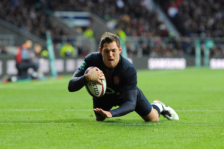 Alex Goode of England dives over to score a try during the Old Mutual Wealth Series match between England and Fiji at Twickenham Stadium on Saturday 19th November 2016 (Photo by Rob Munro)