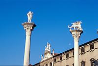 Säulen mit Redentore + Markuslöwe auf Piazza dei Signorie, Vicenza, Venetien-Friaul, Italien, Unesco-Weltkulturerbe