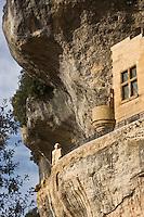 """Europe/France/Aquitaine/24/Dordogne/Périgord Noir/Les Eyzies-de-Tayac: Satue des Eyzies - Connue sous le nom de """"L'homme de Cro-Magnon"""", elle est en fait censée représenter l'homme de Néandertal mais le nom qui lui fut donné par son créateur est : l' homme primitif - Musée National de la Préhistoire"""