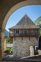 France, Pyrénées-Atlantiques (64), Béarn, vallée d'Aspe, Borce, une maison forte du XIII abrite la mairie //  France, Pyrenees Atlantiques ,Bearn, Aspe Valley, Borce: Fortified house