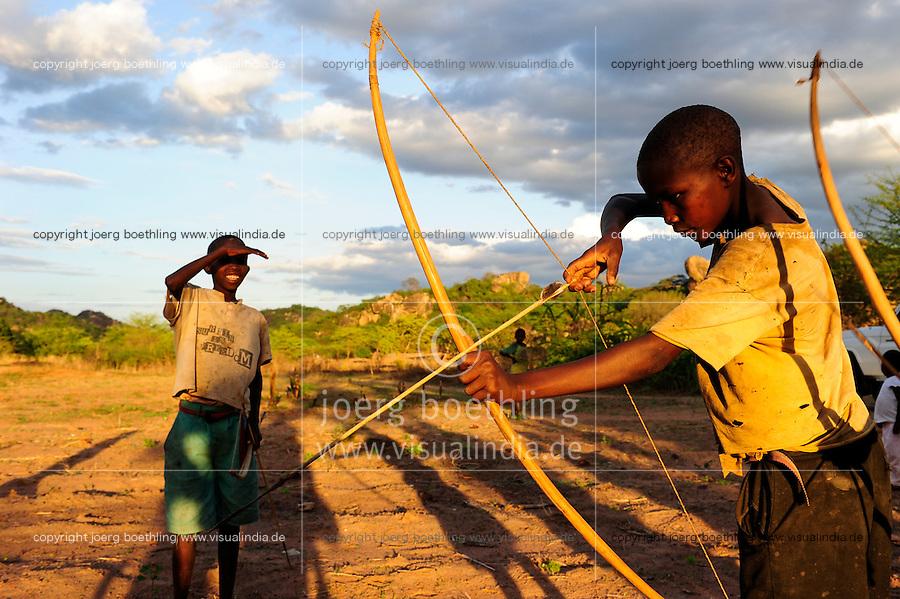 TANZANIA, Kondoa, children of Sandawe a hunter tribe play with bow and arrow / TANSANIA, Kondoa, Kinder des Jaegervolks Sandawe spielen jagen ueben mit Pfeil und Bogen